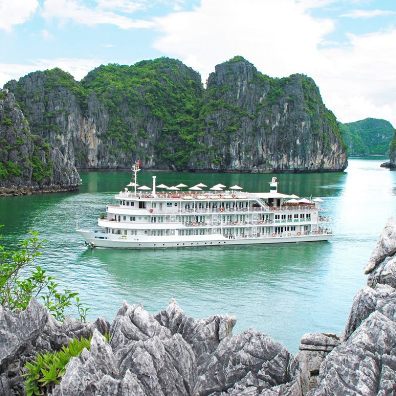 Cruising in Halong Bay with Au Co Cruise at a glance
